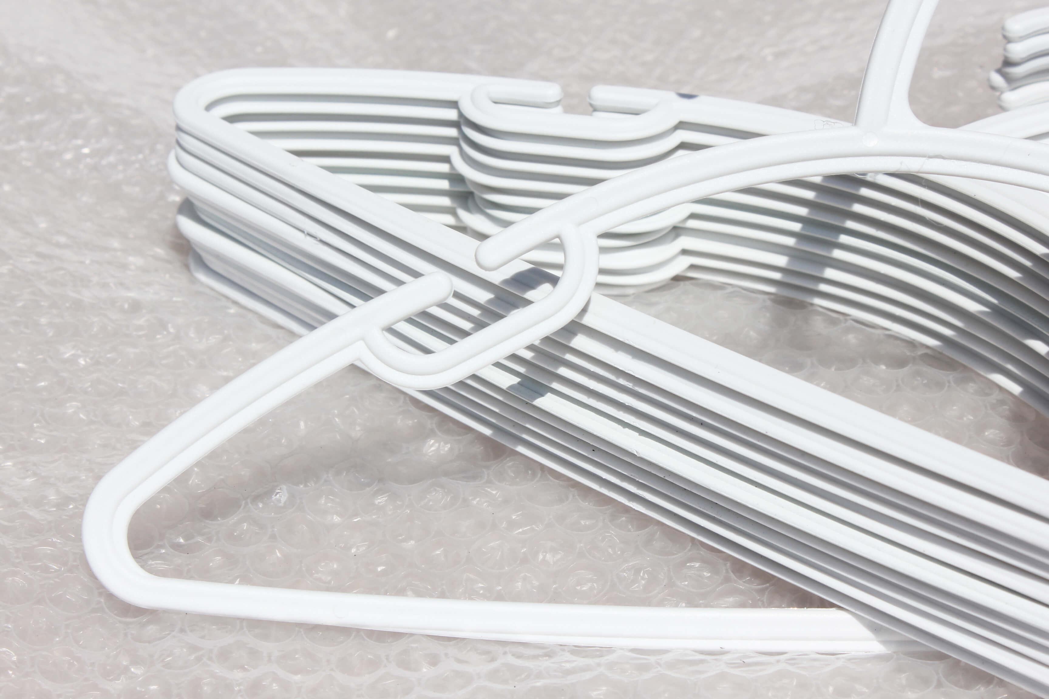 New Range Kids Plastic Coat Hanger with trouser bar – White – Hangersrus